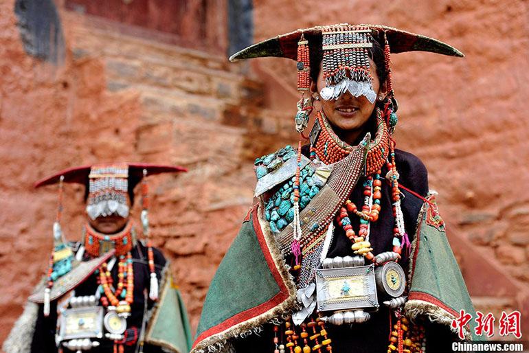 Le Tibet2 Paon Traditionnel Du Costume qSGUzMpV